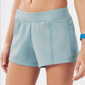 Fabletics NWT Kendall workout shorts size large